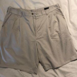 Izod khaki shorts